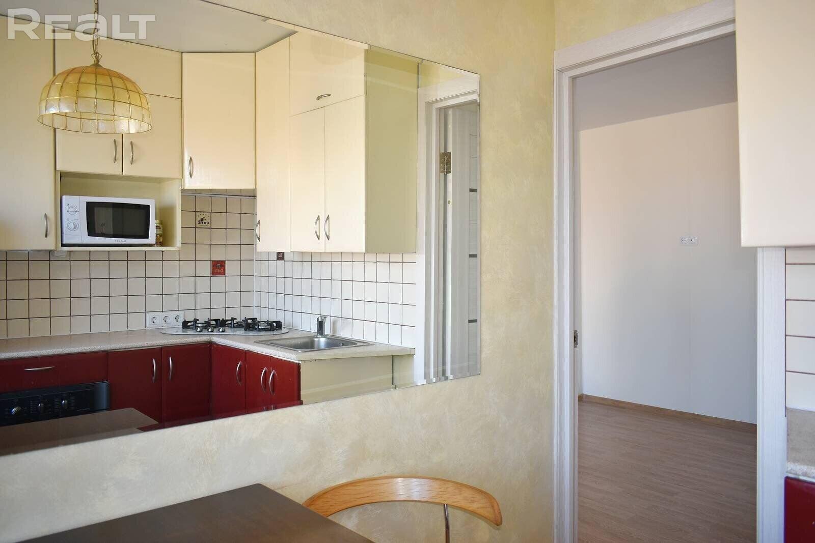 Стильная двухкомнатная квартира с отличным ремонтом в тихом центре Минска!