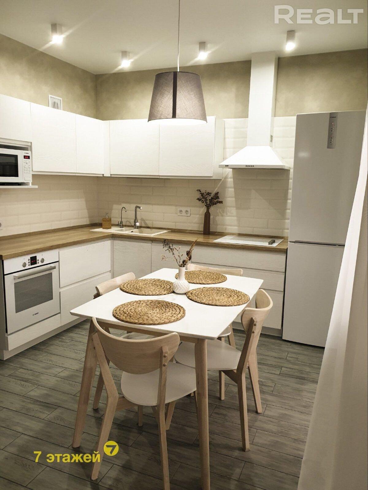 Продается очень просторная и современная трехкомнатная квартира в центре города Минска
