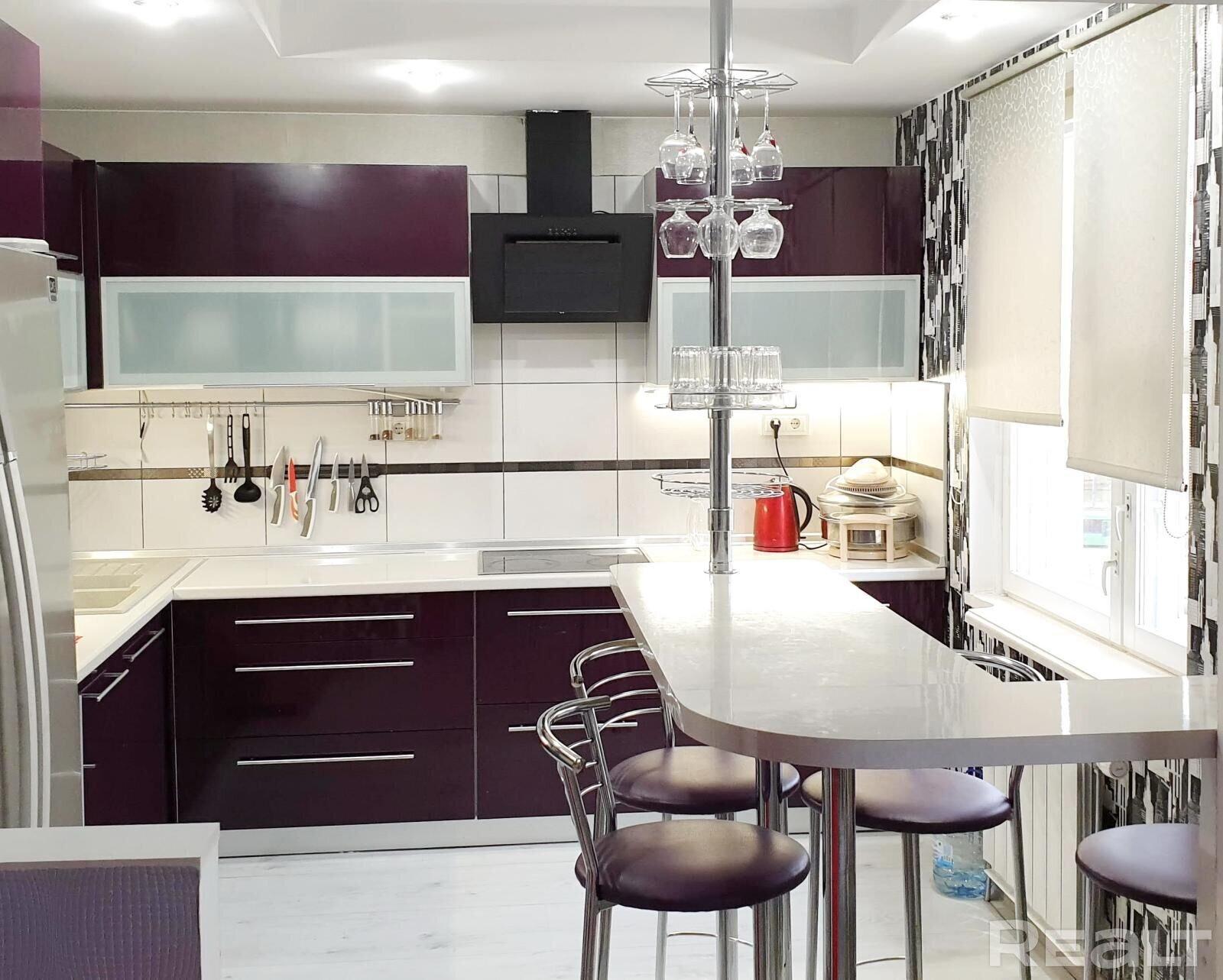 Продажа 3-х комнатной квартиры в г. Минске, ул. Матусевича, дом 52 (р-н Домбровка). Цена 241 980 руб