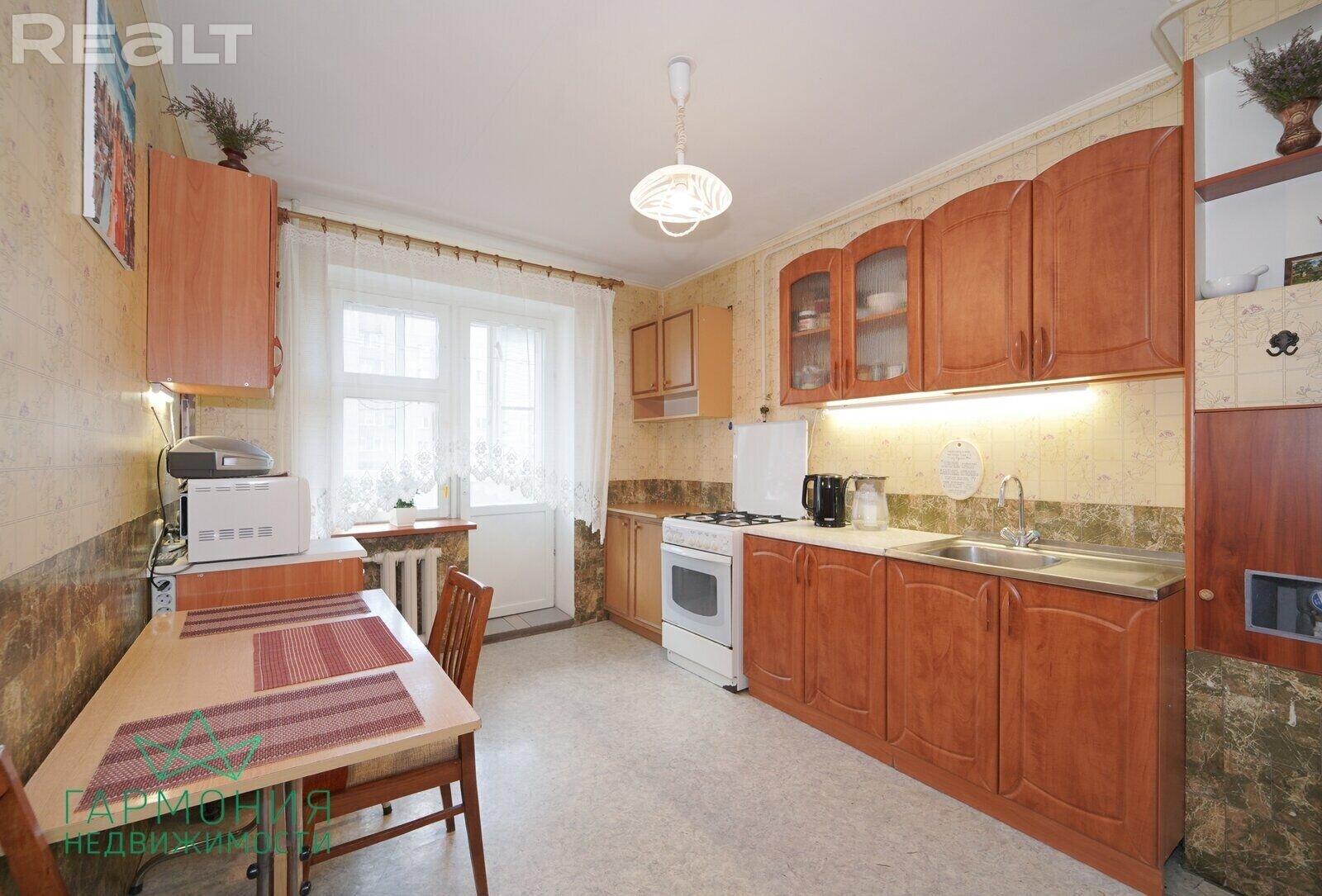 Продается отличная 2-х комн. квартира с большой кухней в кирпичном доме