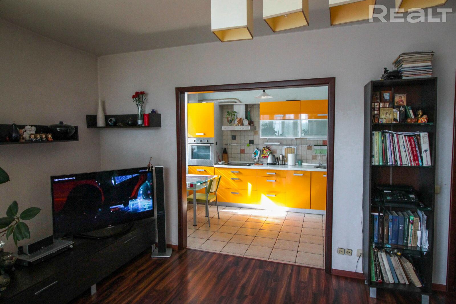 Продажа 3-х комнатной квартиры в г. Минске, ул. Немига, дом 42 (р-н Немига, Короля, Клары Цеткин). Цена 438 025 руб