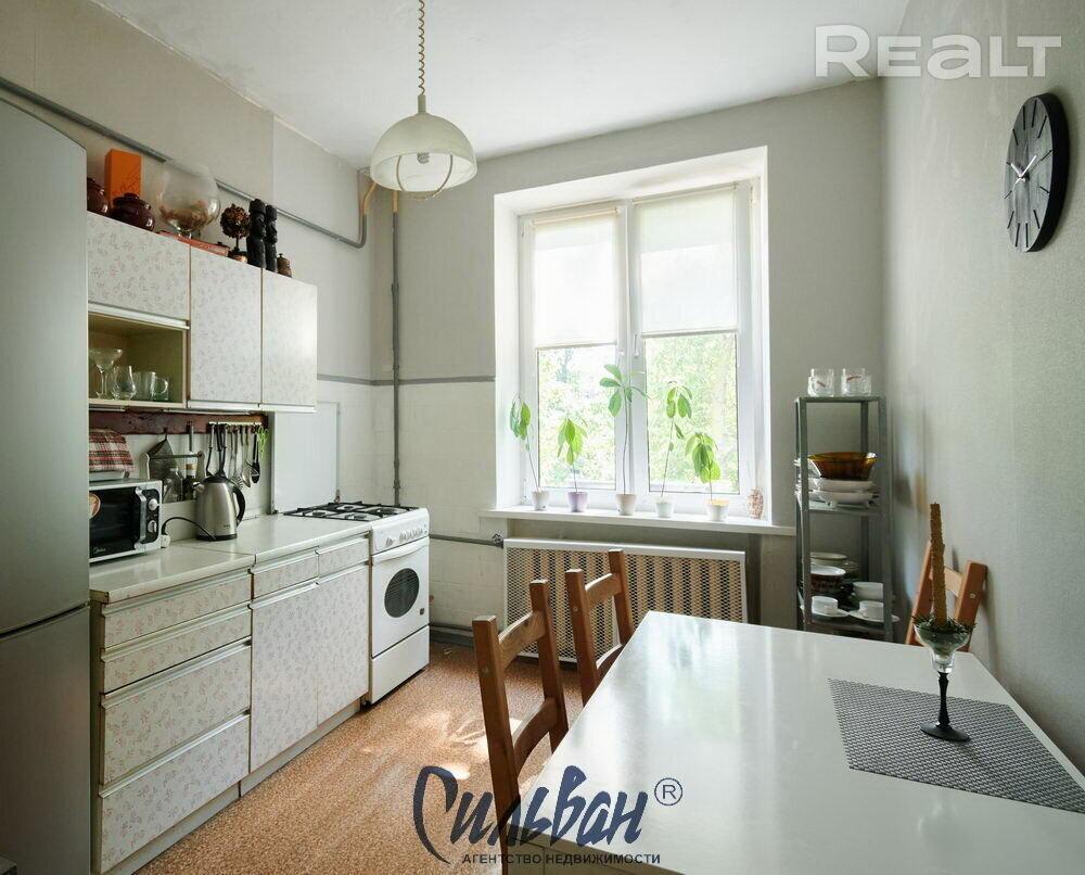Продается 2 комнатная квартира г. Минск, ул. Кирова, д. 4.