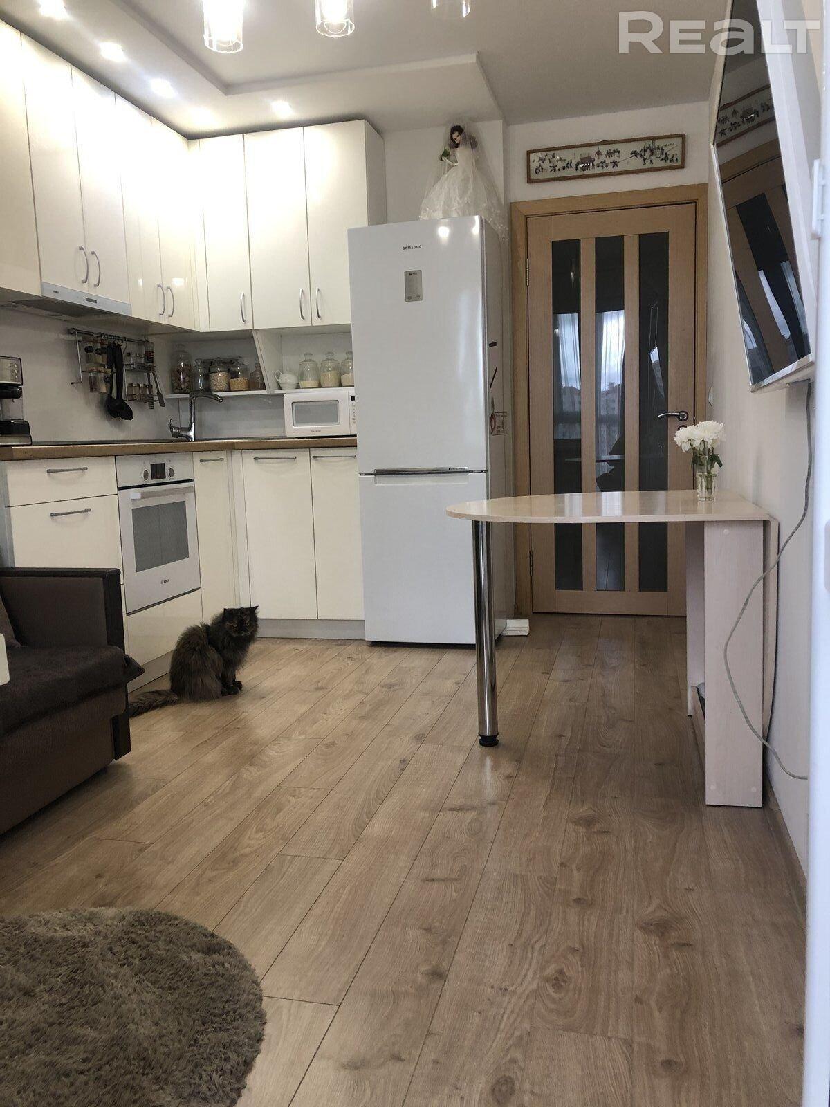 Квартира для жизни с мебелью и техникой рядом с метро в новом доме!